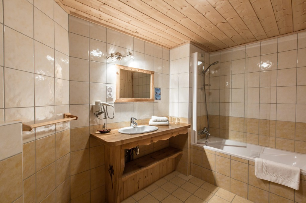 Salle de bain Hôtel Beau-Regard, à Morzine